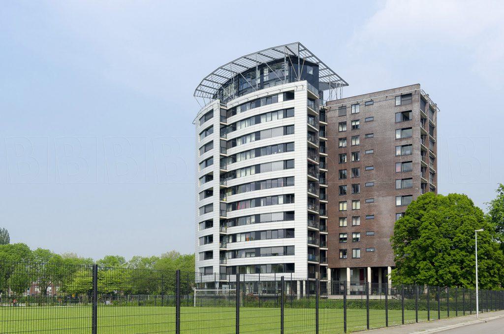 Exterieur van modern appartementen gebouw.